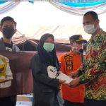 Siswa SMA N 1 Talang Ubi serahkan bantuan langsung korban kebakaran pasar bawah Lahat